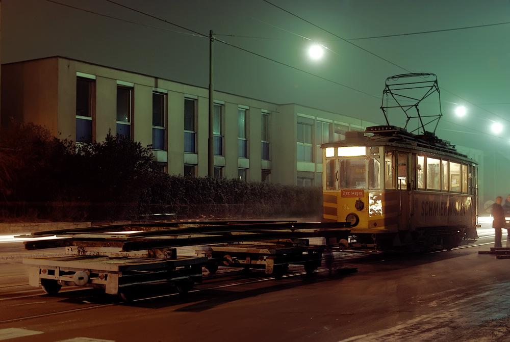 TW 134 mit Lore samt Auflegegleisen ©styria-mobile/Fotograf02 21/22.12.1977
