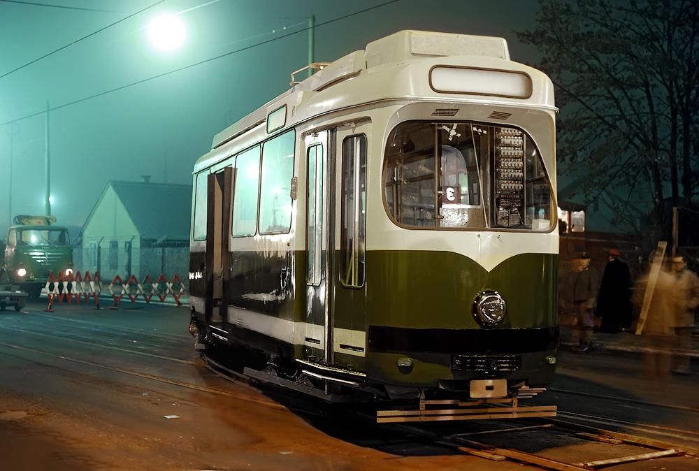Der neue Triebwagen in der Eggenberger-Straße ©styria-mobile/Fotograf02 21/22.12.1977