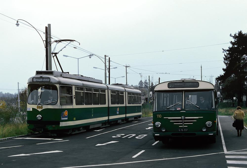 TW 510 (850) am Zentralfriedhof mit Bus 110 - Büssing 13D Präfekt - ©styria-mobile/Fotograf02 02.11.1980
