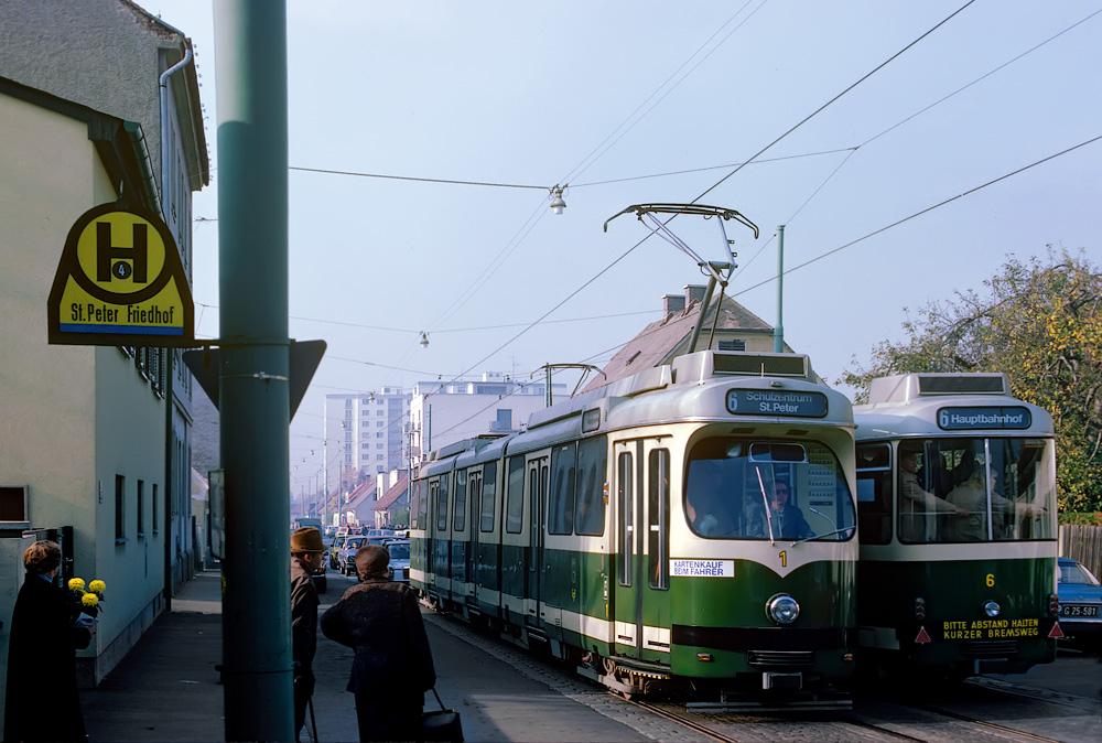 TW 501 und TW 506 kreuzen sich beim St.Peter Stadtfriedhof ©styria-mobile/Fotograf 01.11.1978