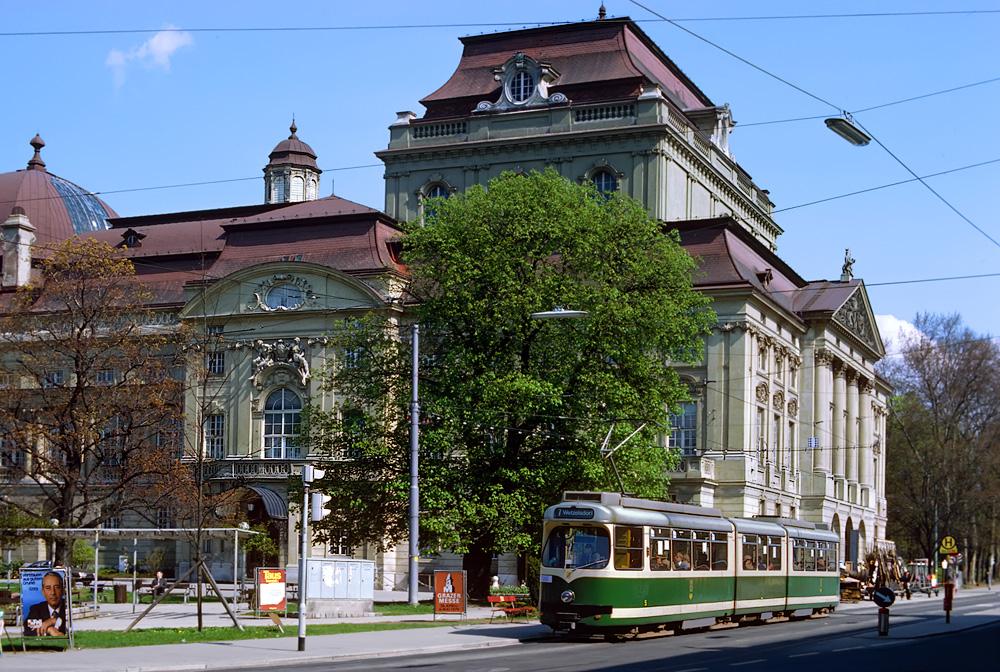 TW 505 am Kaiser-Josef-Platz mit der Grazer Oper ©styria-mobile/Fotograf02 22.04.1979