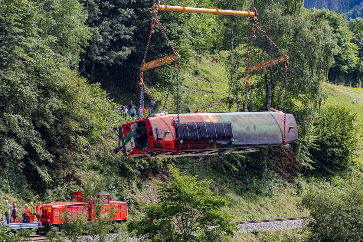 Bergung des VT 31 aus der Mur. Ein weiterer Hilfszug mit der VL 13 war Vor-Ort in Ramingstein 06.08.2021