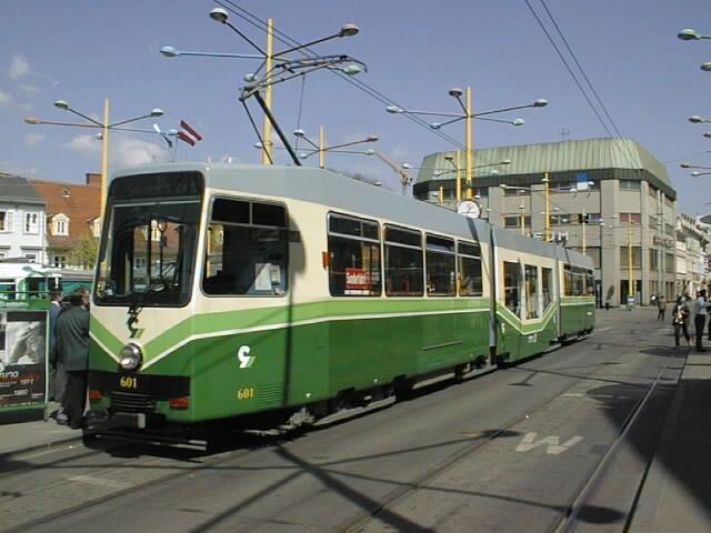 Am 06.04.1999 wird der verlängerte TW 601 erstmals präsentiert
