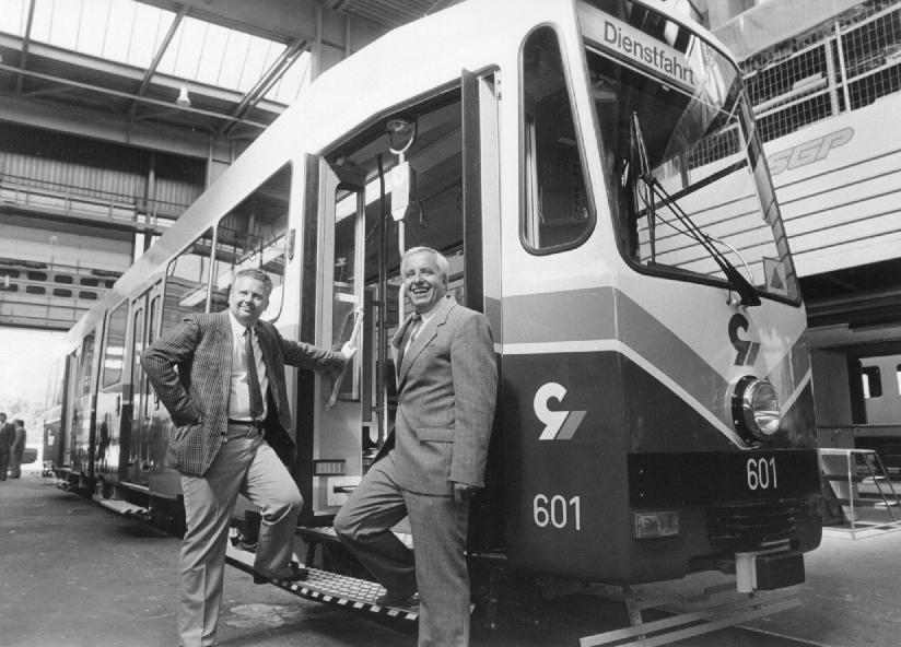 Triebwagen 601 wird im SGP Werk präsentiert DDr. Peter Schachner und Dr. Kurt Friedrich © Erwin Schidlofski