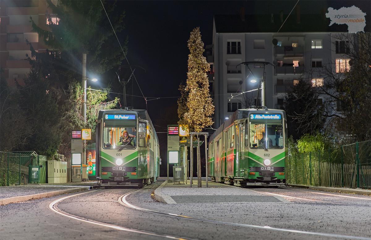 Am 18. November 2016 stehen die beiden Fahrzeuge nach 30 Jahren wieder einmal nebeneinander in der Laudongasse